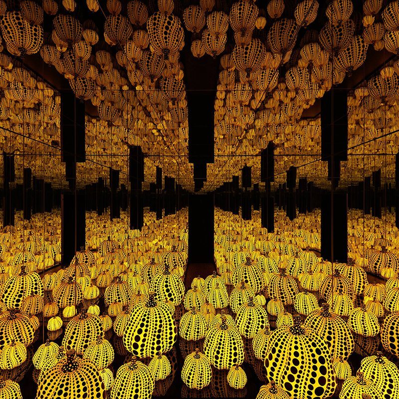 Yayoi Kusama S Two Fascinating Mirror Room Installations