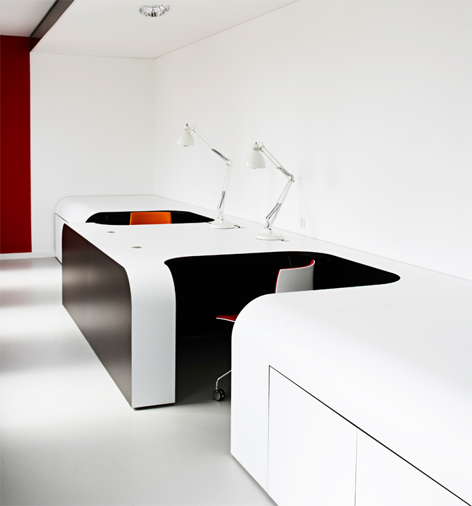 Syzygy agency hamburg the cool hunter the cool hunter for Futuristic office desk