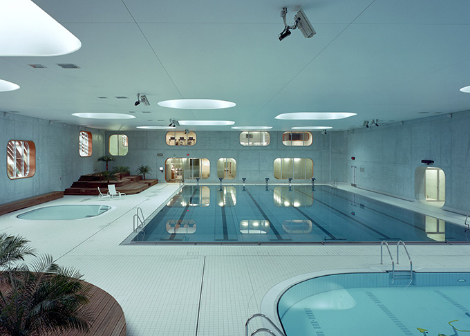 Feng shui inspired fort swimming pool issy les moulineaux Piscine issy les moulineaux